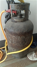 家有一闲置煤气罐,250液化气厂租的,这些傻逼没有押金票不给退了,现出售,里面还有大半罐气,低价出售...