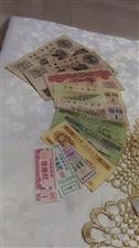 以前收藏的老钱币,大团结10元2张、1元2角1角5分2分1分各1张,布票3张,实物如图共11张,小时...