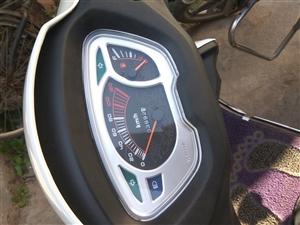 豪爵宇钻,2017年三月底买的,九五新,只在县城上下班骑,跑了不到4000公里,保护的很好,无维修无...