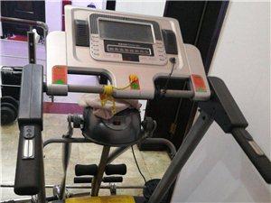 凤凰牌跑步机,型号9000D,八成新。由于儿子外出学习去了,闲置没用,低价寻找有缘人。