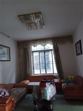南丹县金芙蓉广场对面农机局3室2厅1卫800元/月