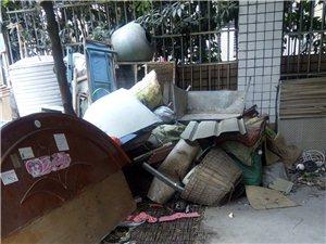 仁寿民政局安置小区脏乱差黑,缺乏管理。