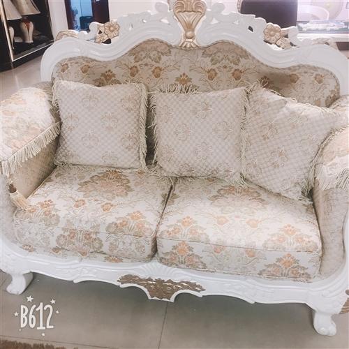 8成新欧式布艺沙发1+2+3,实木描金,广东运回原价16000甩卖4000一套包括地垫,茶几