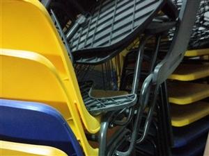 培训椅子20个,有桌板,包架。1200元。非诚勿扰
