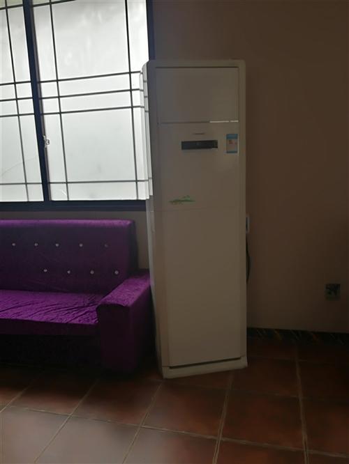 出售8成新2.2米電動桌1張,1.6餐桌,椅子,舊空調,冰箱,冰柜,開餐飲行業的朋友過來看看唄?? ...