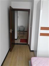 重百楼上2室2厅1卫1400元/月