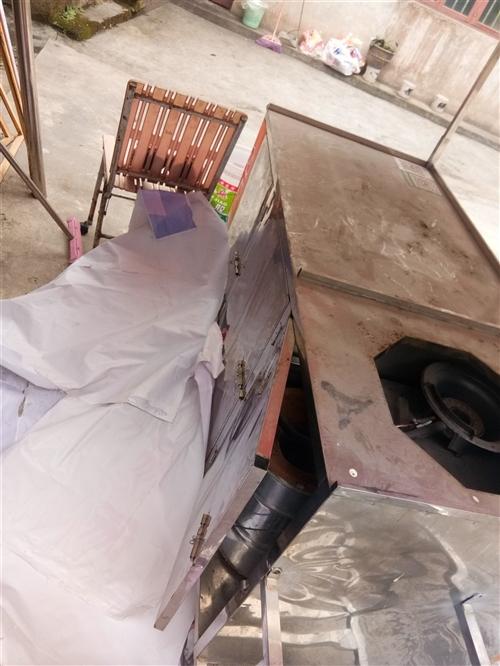 夜宵餐车,一米五,70宽,做的时候1500,应为要出去发展打算卖掉,有心做小吃的可以看看,联系电话1...