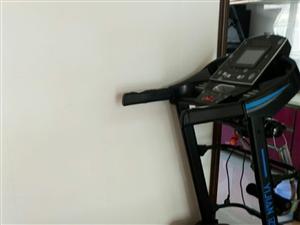 跑步机,成色新,1500元。