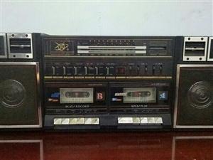本人有一台86年珍藏版录音机跟各种磁带,机形完整无缺。望有意者与我联系!