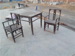 老方桌,一对椅子