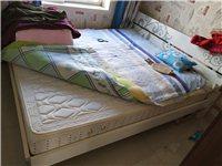 1米8大床,带两个床头柜,九成新,1000拿走
