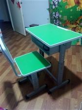 由于工作原因,现低价出售学生全新桌椅20套。