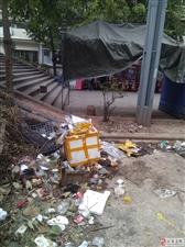现在环保整得那么厉害!天梯澳门威尼斯人娱乐官网这些摆摊的垃圾,丢得没人管?!