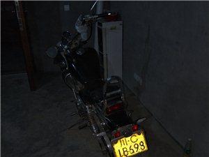 钱江250油冷太子摩托,正宗双缸,提速快秒杀10万以下小车,遗憾的是排气筒改装不理想,但是都可以改的...