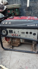 汽油发电机组,220v/380v,两用发电机组,便宜处理了需要的联系。