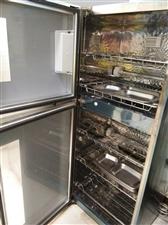 美菱消毒柜用了一年,上下两层,国家星级消毒标准,可供单位20人用,家用也不占地方。展示货架一个。有意...