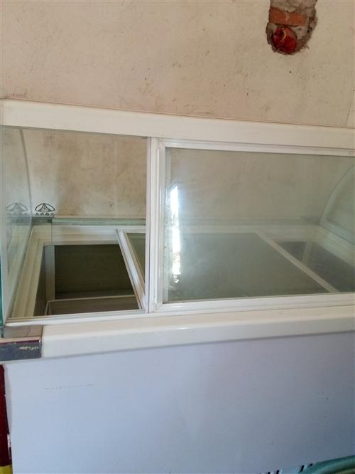 急转:本人有一台上下四开门冰箱,适合开店做生意用,七成新,还有一台冰淇淋冰柜,八成新,去年开店买的新...