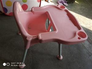因房子到期搬家,低价出售婴儿餐椅。可加微信9950850000