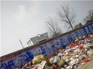 垃圾乱堆,影响环境和交通