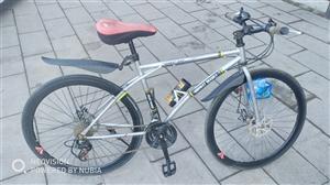 公路自行车,原价990买的用了一年不到,因离开韩城故转让,24速前后碟刹,需要的随时过来看车,价格3...