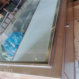 黄金金饰柜台 两个/节 一个是2米长 另一个是1.2米长 两节一共是650 不议价