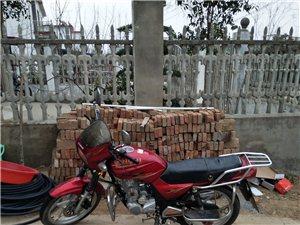 轻骑铃木,八五成新,发动机没动过,电瓶,机油刚换的。