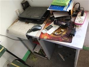 因搬家电脑桌出售,可加微信18766090761