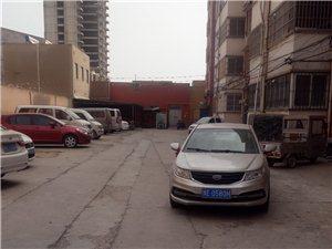 安泰家苑高素质停车。下次不如停在路中间。