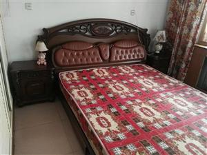 2米*2.2米大床,连床垫800元!八成新