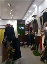 女装店铺转让(经营多年的老店,老顾客多,地理位置好(老城万隆超市),因有其它发展,现转让)