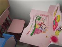 小学生多功能课桌,九成新,现处理价60元一套,联系电话18384482825.