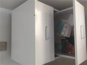 沙发茶几床头柜共450,沙发300,茶几100,床头柜50