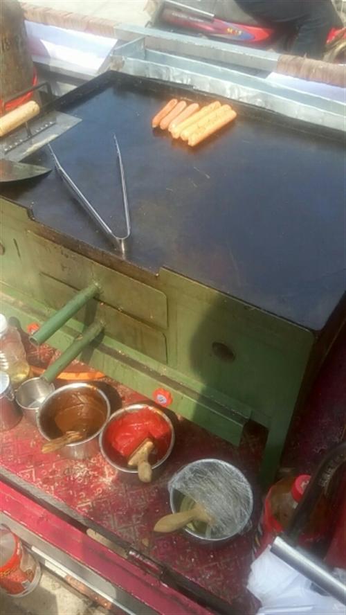 出售二手铁板烤炉,做鸡蛋灌饼.煎饼.烤冷面.烧饼.火烧等小吃,上面是铁板下面有烤箱。铁板厚时,内侧能...