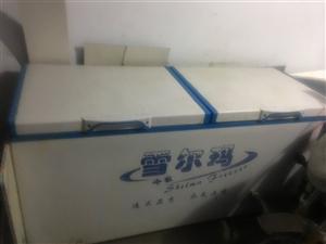 出售炸串卷饼小吃车及全套用具加10斤煤气罐两个,双开门大冰柜一体出售,接手可干,价格便宜!