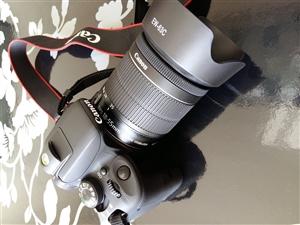 出售佳能100D 单反相机  佳能单反里对焦速度最快 体积 重量最轻的一个 2015年购买原价400...