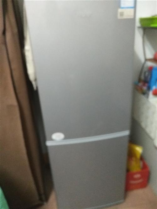 出售海尔冰箱,八成新。去年八月份买的,由于去其他地方,所?#21592;?#39035;售卖。价格面议