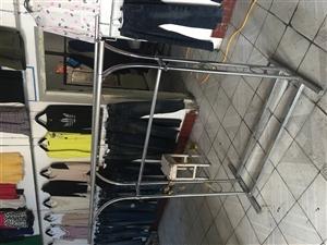 衣服架子――可拆卸衣服架,加厚白钢材质,杆长1.5米,衣架宽40,高度可升降,最高两米,最低1.3米...