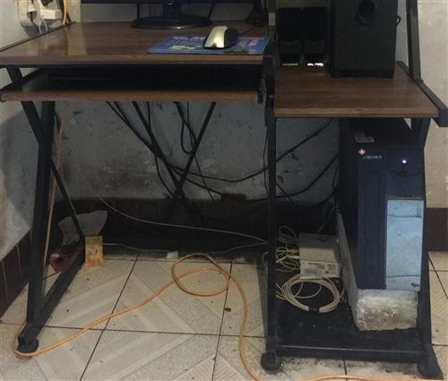 电脑桌—-外表完好,没有裂痕,使用方便,商店到期,无处安放,急于处理,非诚勿扰,有意电联153044...