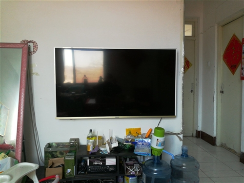 55寸长虹智能液晶电视机,买了1年多,便宜处理,诚心要的送音响功放。1500甩 看货地点,冶房
