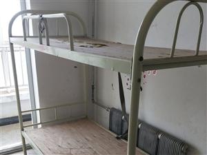 先生宿舍用的上下铺铁床,多要还可以优惠,联络德律风5212282
