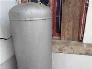 无塔供水,1米六高,村里通自来水啦,用不上啦!便宜卖了