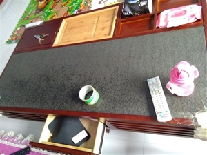 茶几,实木大理石合成,因家里面积小,现在又有孩子了,所以低价转让,原价3500,现转让价700,价钱...