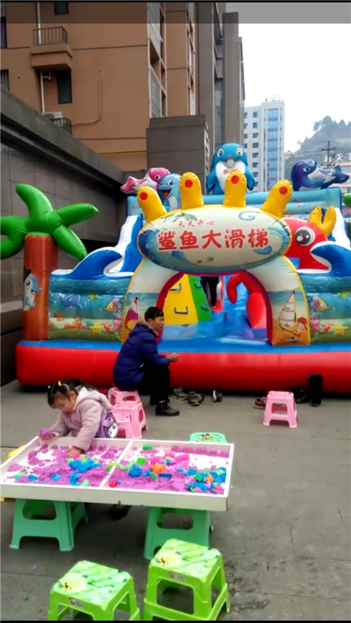 本人有小孩子蹦蹦床及玩沙设备一套转让,面积有50平方,9成新,新买花了1万多,现低价转出,小投资日赚...