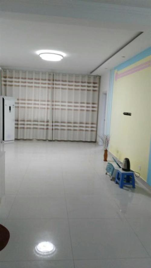 建設小區,附近超市學校,交通便利。五樓,南北通透,主房面積95平米,贈送17平儲藏室,兩室兩廳一衛,...