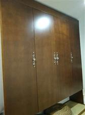 实木复合壁柜,未成使用。因空间太小,显得拥挤,欲低价转让,购成价近4000.五折出售。有意者请电话联...