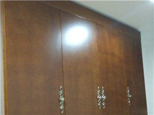 实木复合壁柜。因房屋空间太小,显得拥挤,欲低价出售。购成价近4000元,五折出售。欢迎有意者电话联系...