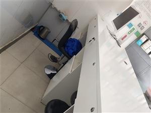 前台收银接待台 全实木 2.7米宽,三个电脑机位,五个抽屉低价处理 超低价处理