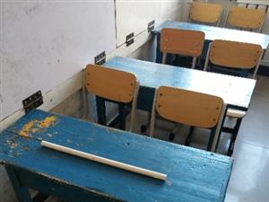 出售十套松木桌椅,在宁城。