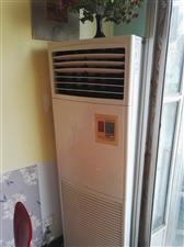 3匹空调、冰柜560L、8成新燃气蒸饭柜及桌椅和锅具低价处理
