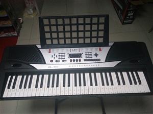 新的品牌专业电子琴一台便宜出售,诚心买能便宜